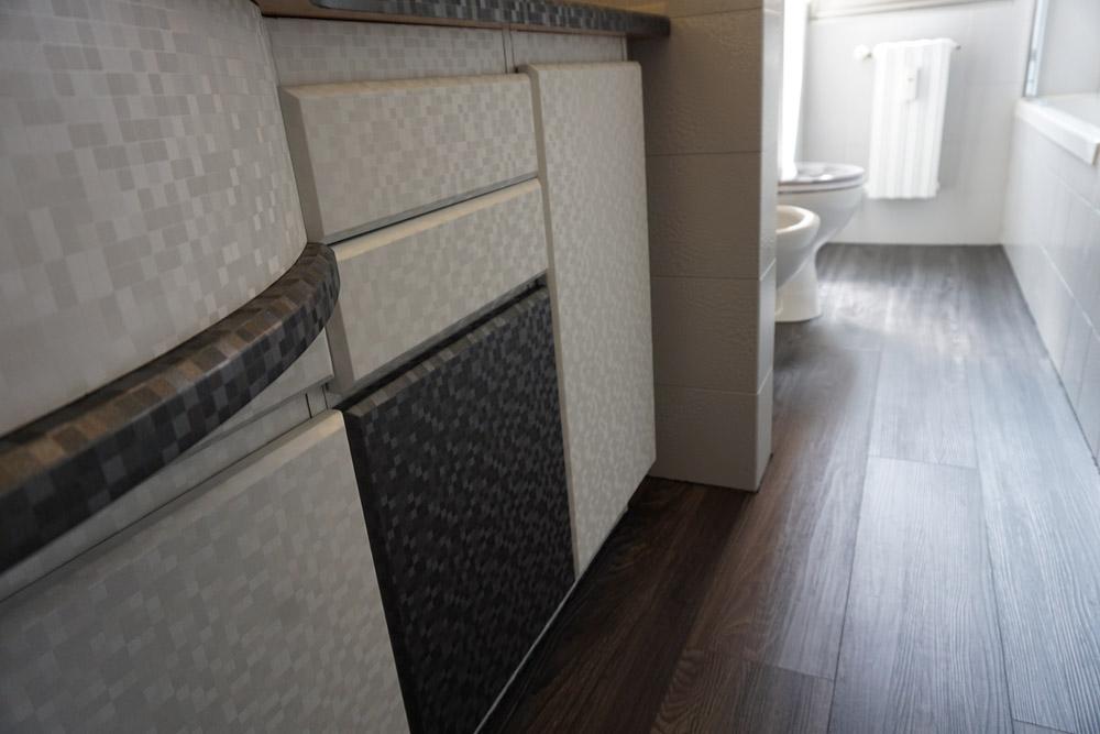 Come rifare il bagno senza aprire un cantiere edile for Aprire il pavimento