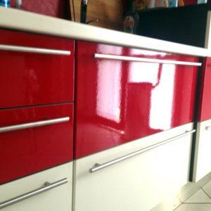 Rivestimento cucina colore rosso