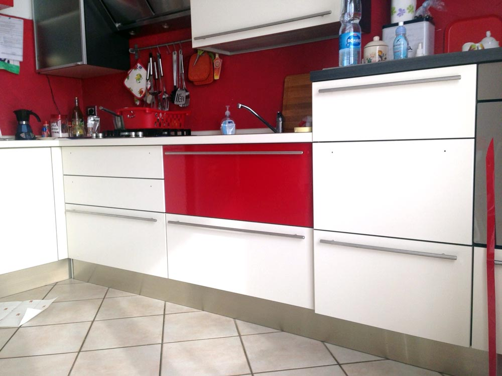 Come cambiare rivestimento alla cucina con il wrapping for Rivestimenti cucina adesivi