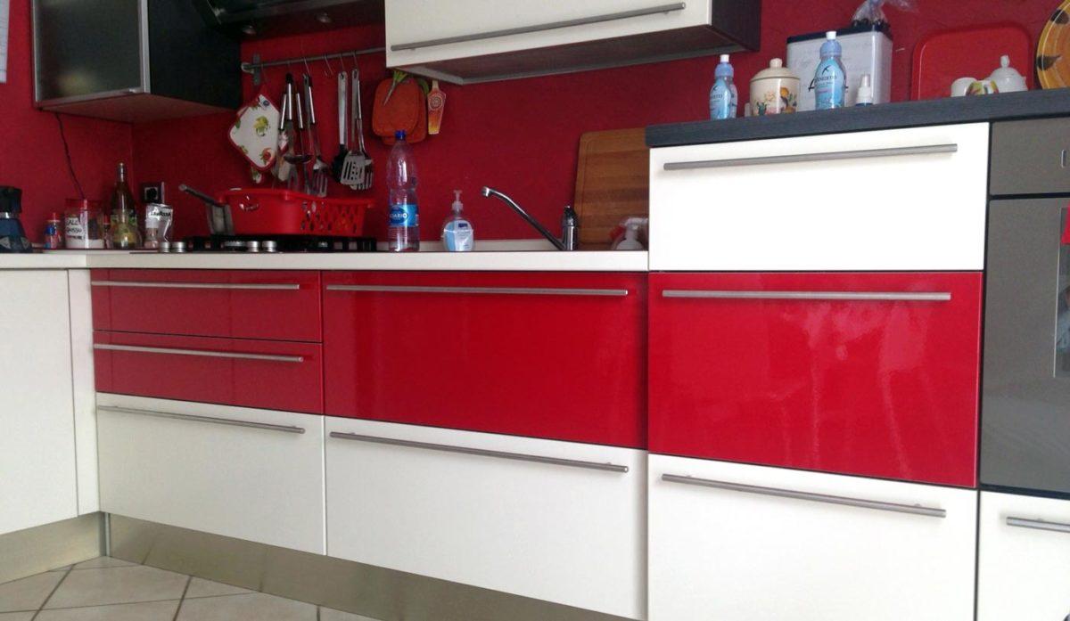 Come cambiare rivestimento alla cucina con il wrapping - Rivestire mobili ...