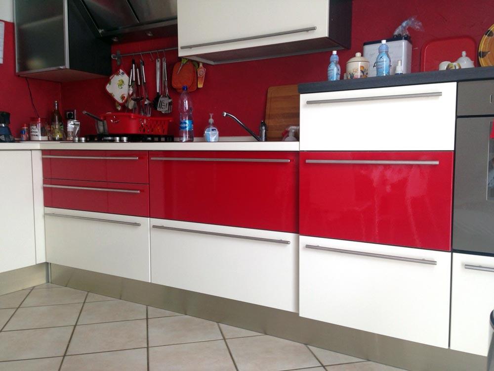 Come cambiare rivestimento alla cucina con il wrapping - Rivestimento cucine moderne ...