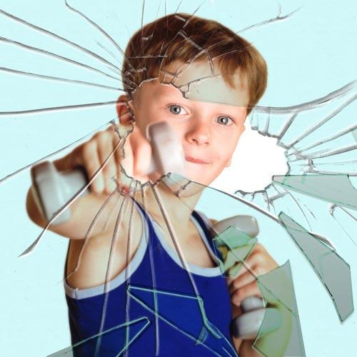 Pellicole di sicurezza per vetri bambini pericolo in agguato