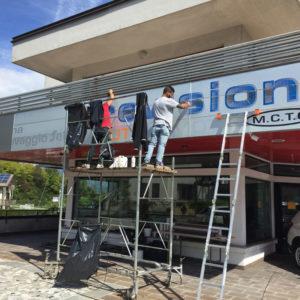 Come rinnovare Insegne facciata continua in alluminio